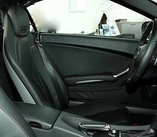 SLK 350 Sportmotor Sportsitz mit sichtbaren Magnesiumrahmen und höhenverstellbaren Integral-Kopfstütze